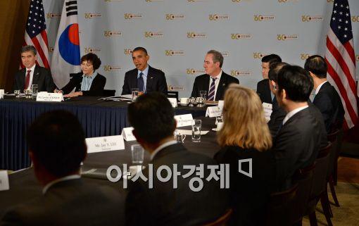 [포토]오바마 美 대통령, 재계 총수들과 조찬 간담회