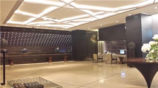 26일 오후 서울 중구 더 플라자 호텔 1층 로비.