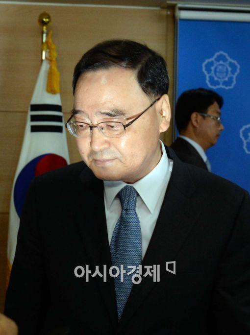 [포토]어두운 표정 정홍원 국무총리