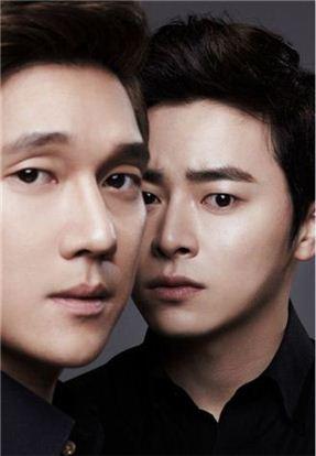 뮤지컬 '블러드 브라더스'에서 송창의와 조정석은 자유분방한 성격의 '미키' 역을 맡았다.