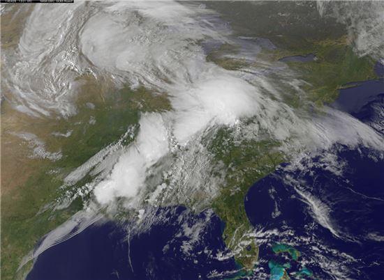 ▲미국 토네이도로 35명이 사망한 것으로 확인됐다. (사진: NASA 토네이도 사진 캡처)