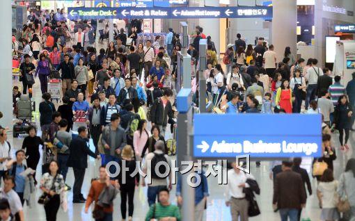 [포토]여행객들로 몰린 인천공항