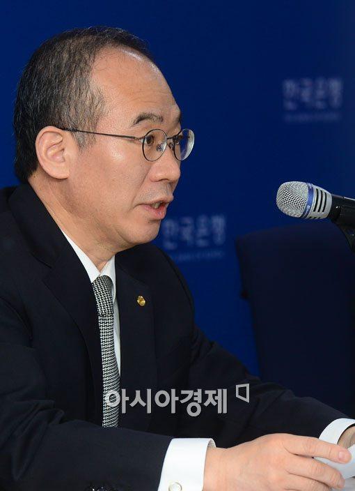 [포토]금융안정보고서 발표하는 강태수 한국은행 부총재보