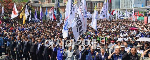 [포토]서울역 광장에 모인 노동자들