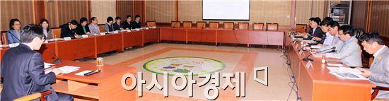 함평군은 1일 군청 소회의실에서 규제개혁 추진 태스크포스(TF)팀 발대식과 함께 등록규제 개선방안 보고회를 개최했다.