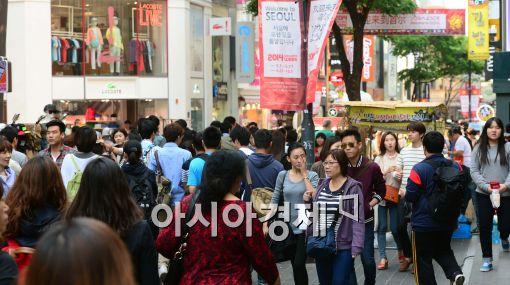 [포토]외국인 관광객들로 붐비는 명동