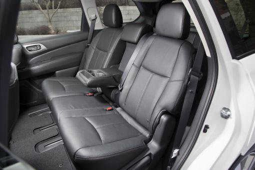 차량 내부 모습. 간단한 조작으로 2열좌석을 접거나 앞쪽으로 밀어 바짝 붙여놓을 수 있는 구조다.