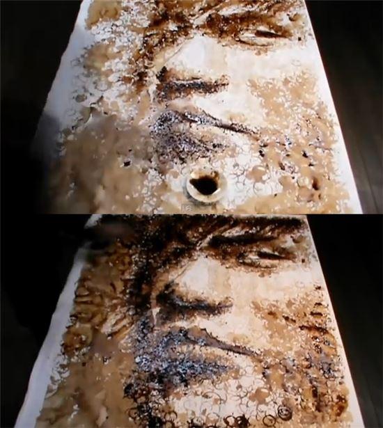 커피잔 얼룩으로 만든 초상화(출처=레드홍이 유튜브)