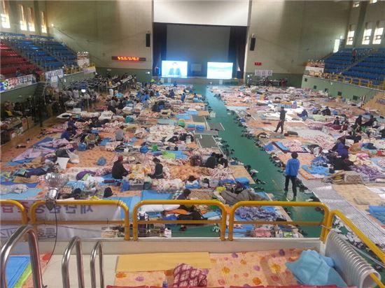 ▲세월호 침몰사고 19일째인 4일 오전 실종자 가족들이 머물고 있는 진도실내체육관.