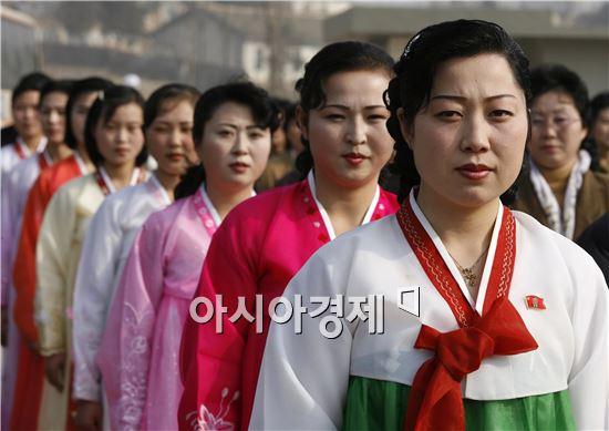 개성공단에서 근무중인 북한노동자