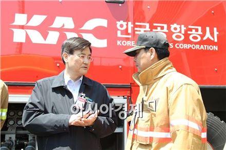 5일 서승환 장관이 김포공항 관제탑과 제주항공 운항현장을 방문해 안전관리 실태 등을 점검했다.