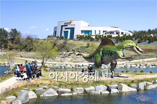 해남 공룡박물관에 5월 연휴기간동안  개관이래 최대 관광객들이 몰려 들었다.