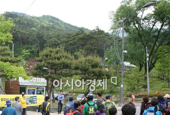 강운태 광주시장예비후보(무소속)는 11일 무등산 증심사 입구 등산로변에서 기자회견을 갖고 '무등산 사랑 6대 프로젝트'를 발표했다.