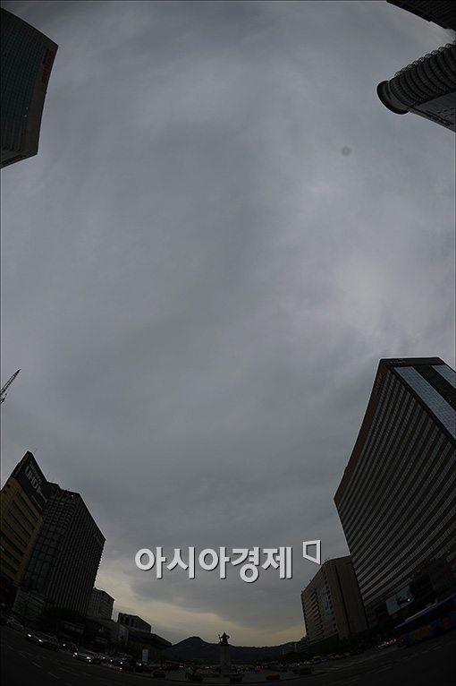 [포토]먹구름 몰린 도심상공