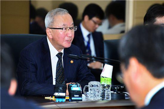 ▲현오석 부총리 겸 기획재정부 장관이 15일 정부 세종청사에서 대외경제장관회의를 주재하고 있다.