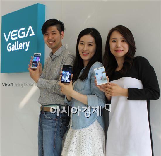 (왼쪽부터)배정헌 팬택 상품기획팀 대리, 심지혜 디자인팀 대리, 오다현 상품기획팀 과장