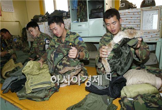 국방부는 군장병들이 사용하는 군수품을 상용품으로 전환해 2년간 737억원의 예산을 절감했다.