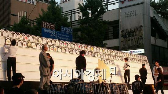 5·18민주화운동 제34주년 기념일을 하루 앞둔 17일 오후 7시 광주광역시 동구 금남로에서는 '5·18 민주 대성회'가 열렸다.