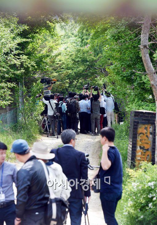[포토]공개된 금수원, 몰린 취재진들