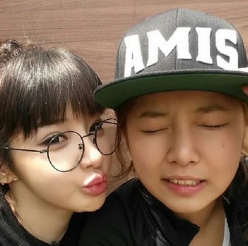 ▲'룸메이트'의 박봄, 송가연.(사진:박봄 인스타그램)