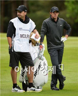 로리 매킬로이가 BMW PGA 챔피언십 첫날 샷을 준비하고 있다. 서리(잉글랜드)=Getty images/멀티비츠