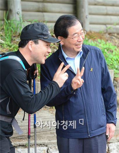 [포토]밝은 표정의 기호 2번 박원순 서울시장 후보