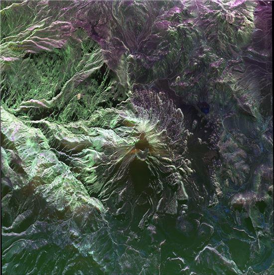 ▲가장 활발하게 움직이고 있는 페루의 우비나스 화산.[사진제공=NASA]