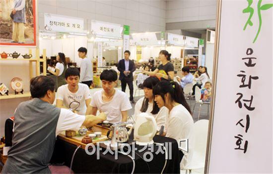 호남대 호텔경영학과는  '광주 국제차문화전시회' 를  견학했다.