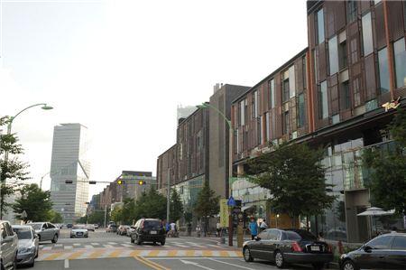 2007년 첫 입주가 시작된 송도국제도시 1공구 일대 전경. 상업시설과 주거시설 모두 조성이 마무리되면서 거주민이 크게 늘었다. /