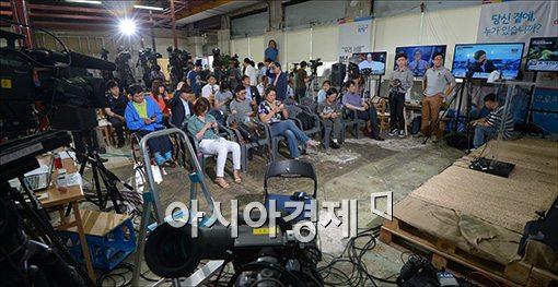 [포토]취재진, 지지자들 몰린 박원순 후보 캠프