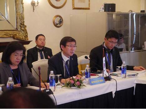 이명구(앞줄 가운데) 관세청 정보협력국장이 베트남 달랏에서 열린 '제10회 한-아세안 관세청장회의'에 참석, 세관협력방안을 논의하고 있다.