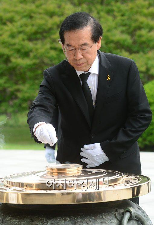 [포토]박원순, 당선 첫 일정은 현충원 참배