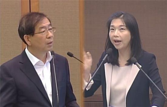 ▲최호정 시의원이 재선에 성공했다. 박원순 시장에게 시정질문을 하고 있는 모습. (사진: 유튜브 영상 캡처)