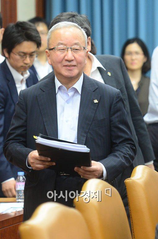 [포토]경제혁신장관회의 참석하는 현오석 부총리