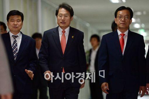 [포토]입장하는 조희연 서울시 교육감 당선인