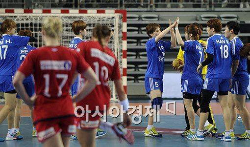 [포토]노르웨이 꺾은 여자 핸드볼 대표팀