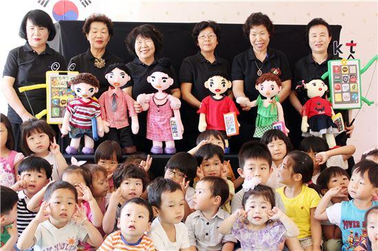남원시노인복지관은   실버 인형극 봉사단 '아이러브 청춘극단' 을 운영하고있다.