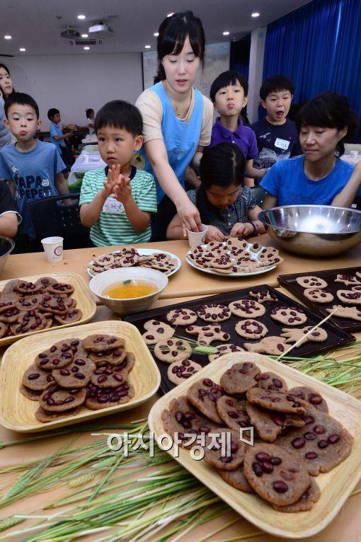 [포토]망종에 빚는 보리개떡