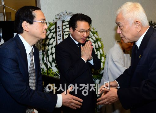 [포토]고 배춘희 할머니 빈소 찾은 김한길 공동대표
