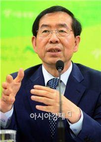 박원순 서울시장은 10일 서울시 출입기자들과의 자리에서 새로운 시정운영에 대한 설명회를 가졌다.
