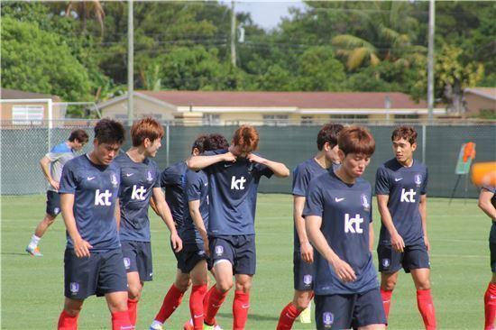 회복훈련하는 축구대표팀.