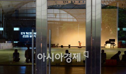[포토]긴장감 도는 금수원 예배당