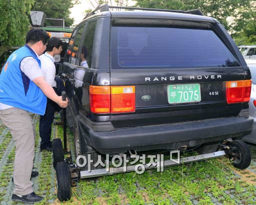[포토]인천지검으로 향하는 유섬나씨 차량
