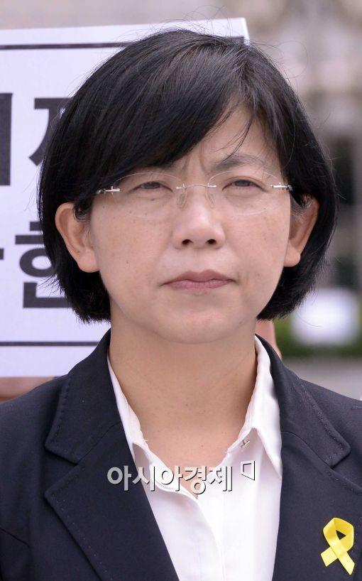 [포토]표정 굳은 이정희 통합진보당 대표
