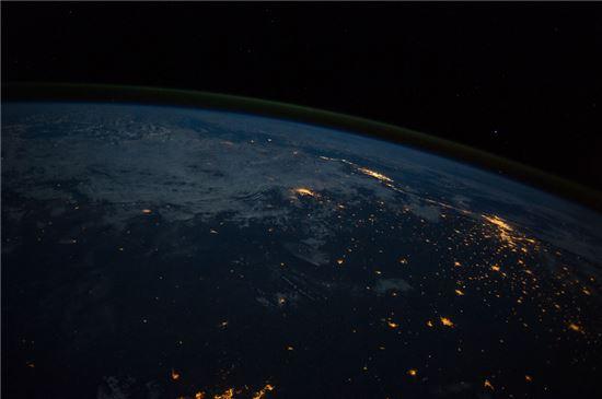 ▲국제우주정거장에서 촬영한 브라질 상파울루와 리오데자네이루.[사진제공=NASA]