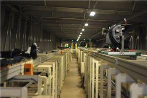 현대모비스 브라질 공장에서 생산된 모듈이 컨베이어벨트를 타고 30m 떨어진 현대자동차 브라질공장으로 이동하고 있다.