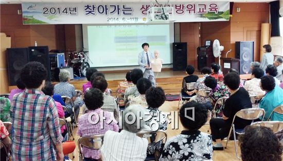 순천시는 12일 순천시노인종합복지회관(용당동 소재)에서 노인 및 직원 60여명을 대상으로 '찾아가는 생활민방위교육'을 실시했다.