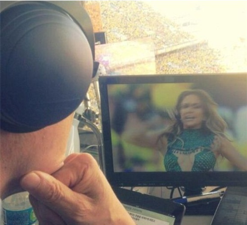 ▲제니퍼 로페즈의 브라질 월드컵 개막식 공연을 감상하고 있는 차범근 해설위원(사진: 배성재 트위터)
