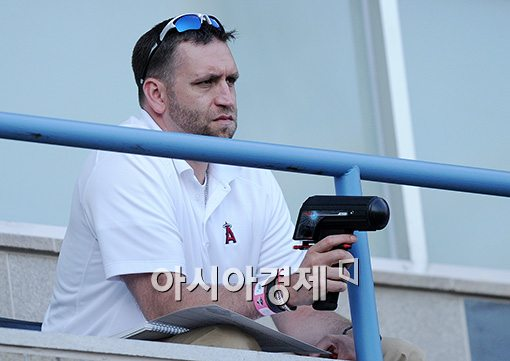 [포토]김광현 주시하는 LA 에인절스 스카우터