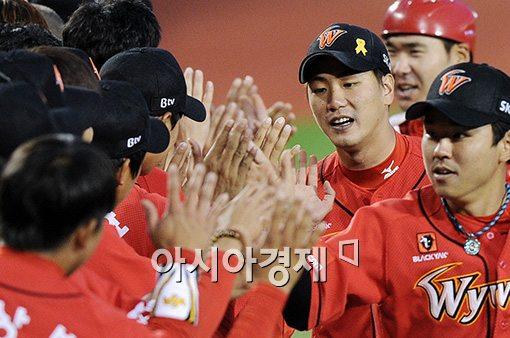 [포토]김광현,'완투승으로 연패 끊었어요'